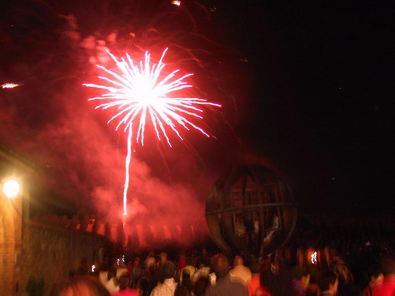 800px-Fireworks_3