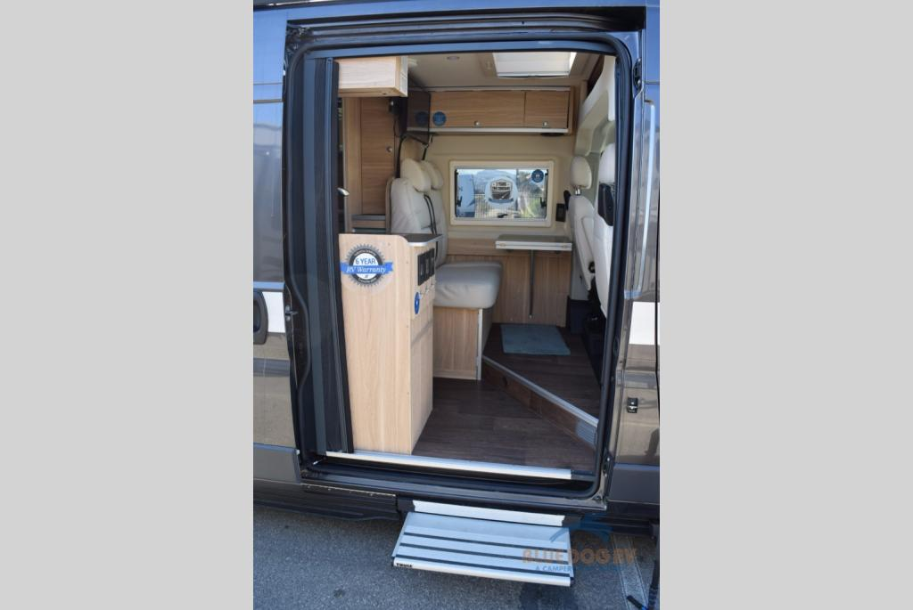 Hymer aktiv class b motorhome best in show 2017 blue dog rv for Home side door