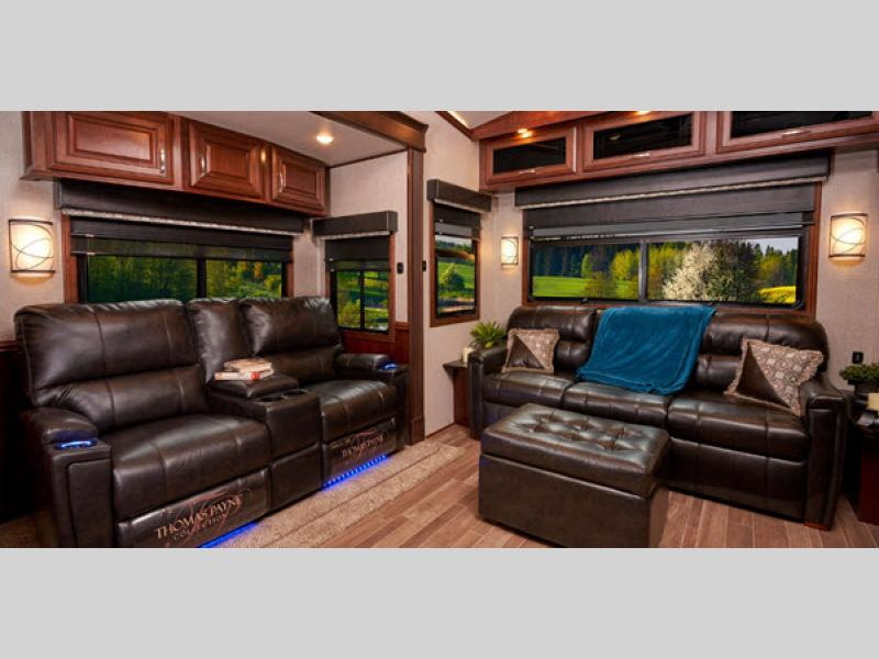 pinnacle fifth wheel living room