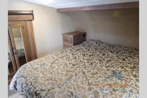 Starcraft Solstice Super Lite 27RLS Fifth Wheel Bedroom