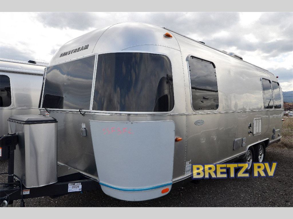 airstream rv flying cloud timeless reliable. Black Bedroom Furniture Sets. Home Design Ideas