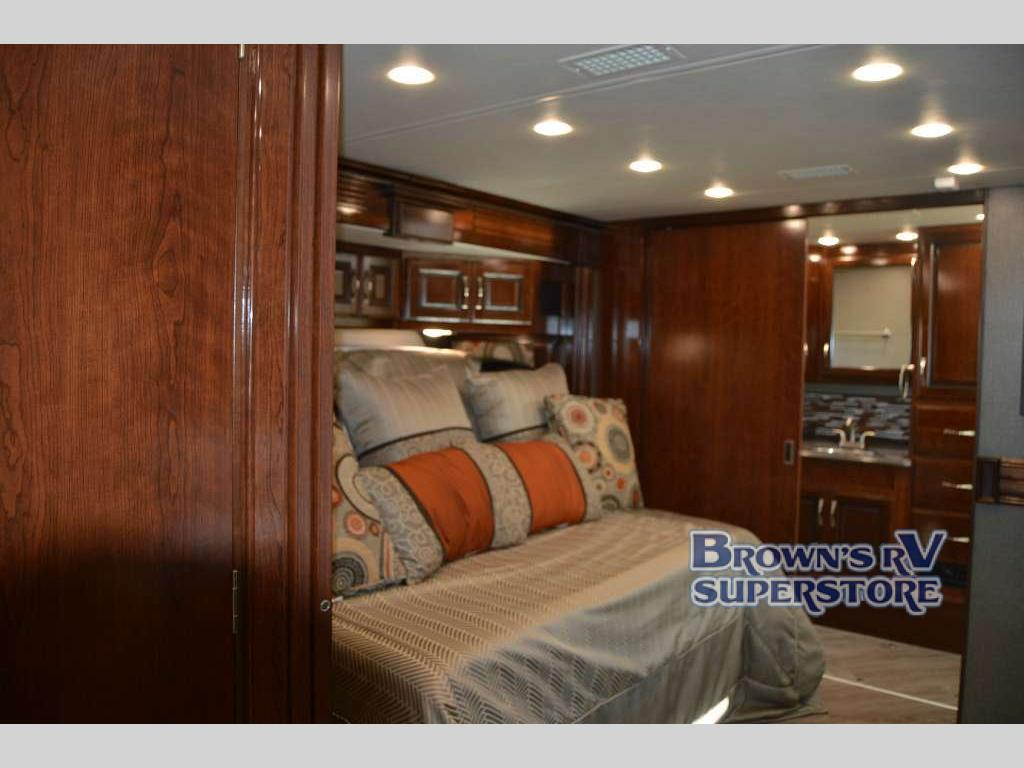 FLEETWOOD RV PACE ARROW LXE Bedroom