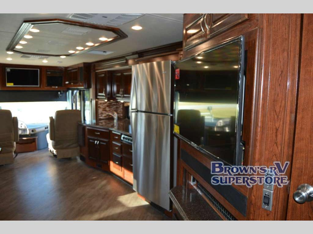 FLEETWOOD RV PACE ARROW LXE Kitchen