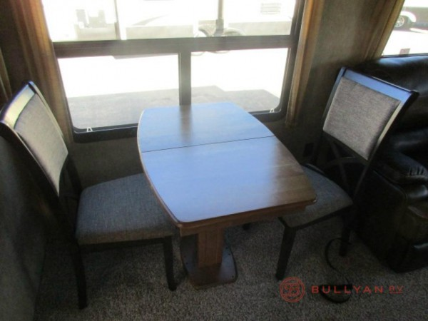 Montana fifth wheel dinette