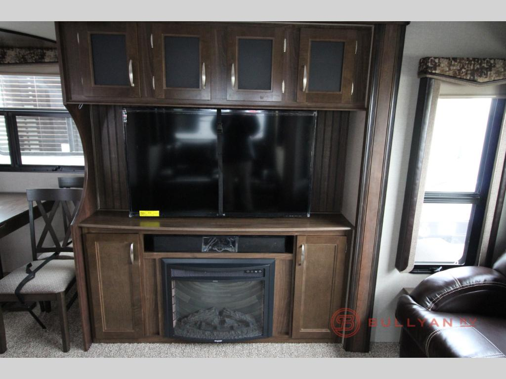 Keystone Montana High Country 344RL Real Living Fifth Wheel Fireplace