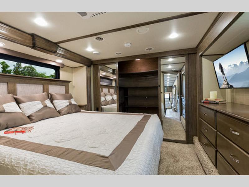 fifth wheel bedroom