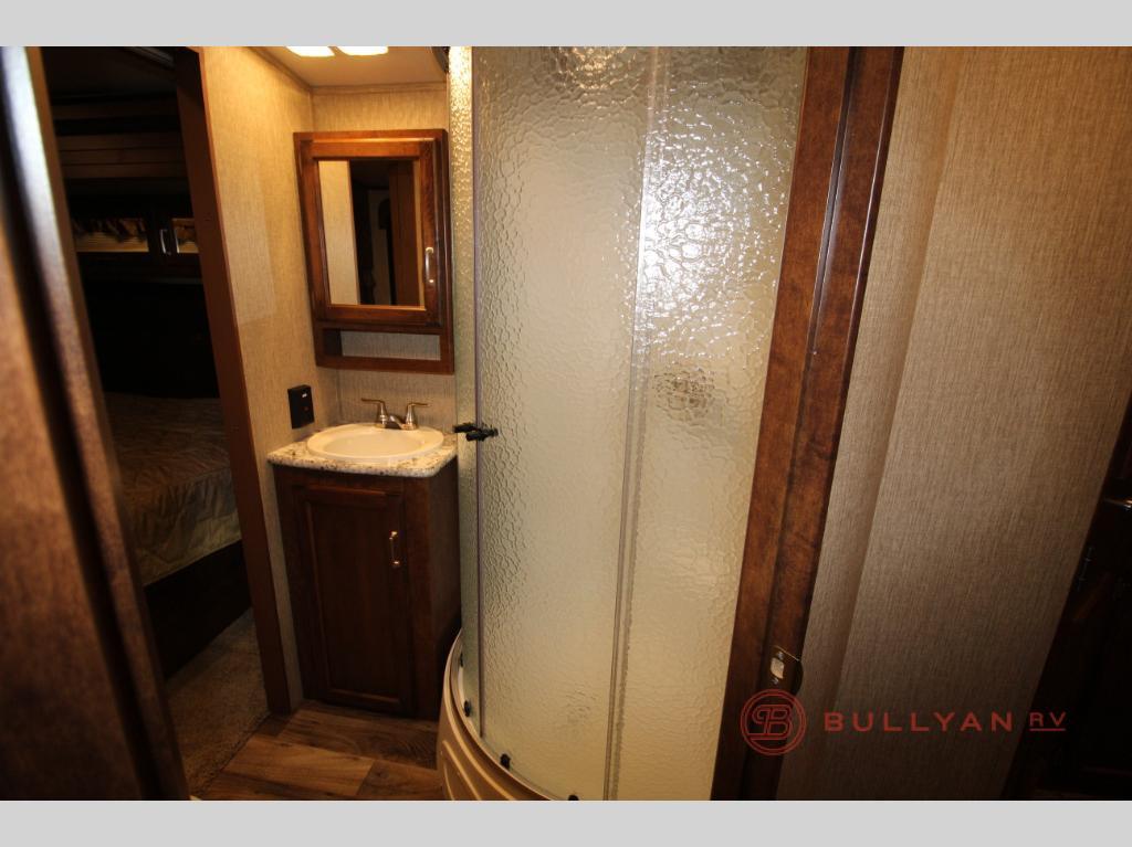 Keystone Outback 333FE bathroom