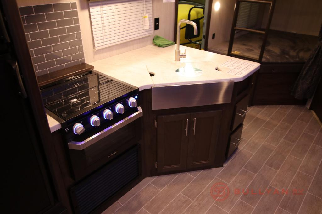 kitchen in Cherokee Grey Wolf 27DBH
