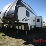 Palomino Puma Unleashed Toy Hauler Fifth Wheel