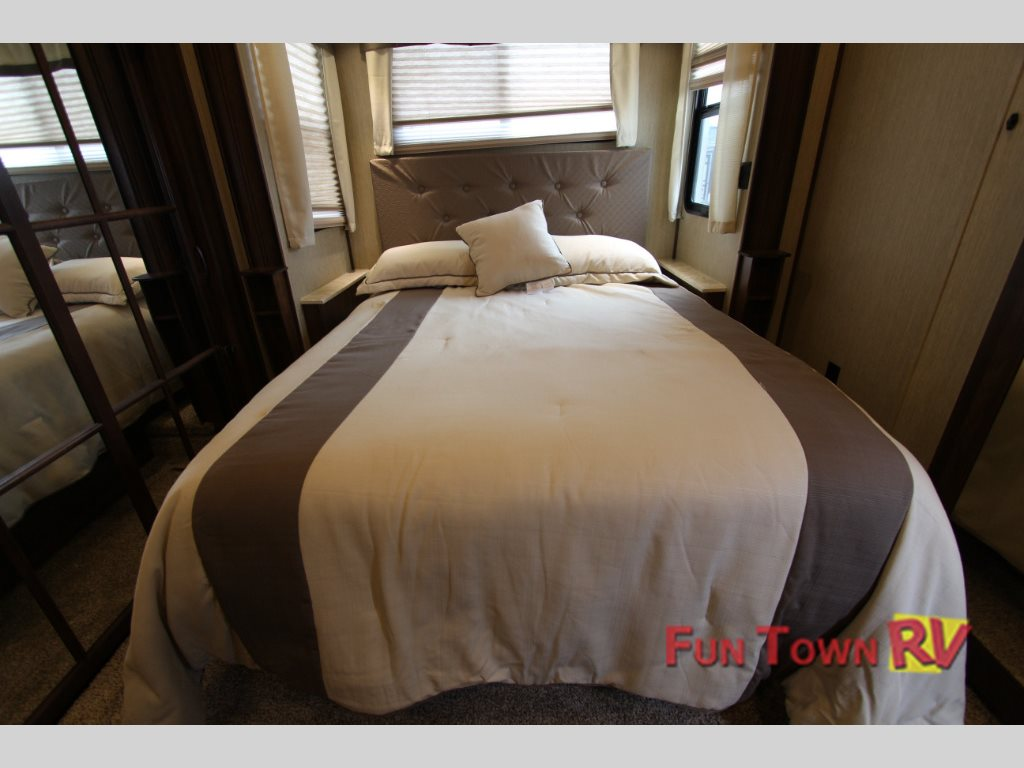 Palomino Columbus Compass 386FKC Fifth Wheel Master Bedroom