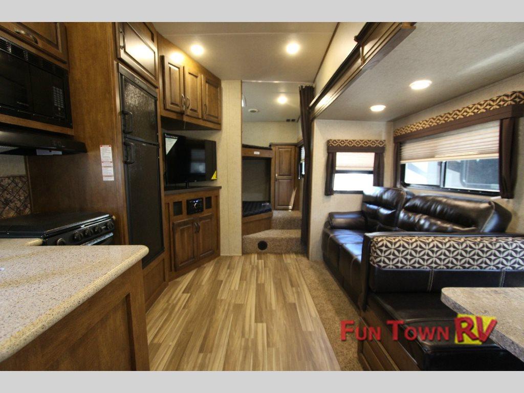 Sabre Lite 28BH Fifth Wheel Interior