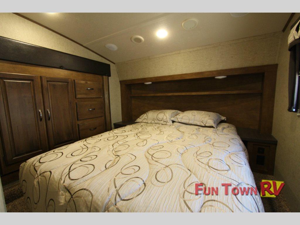 Sabre Lite 28BH Fifth Wheel Master Bedroom