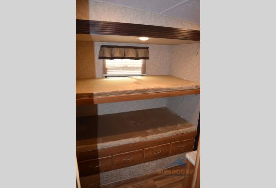 Prime Time Crusader Lite Fifth Wheel TV Bunkhouse