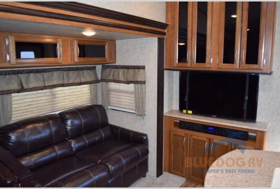 Prime Time Crusader Lite Fifth Wheel TV