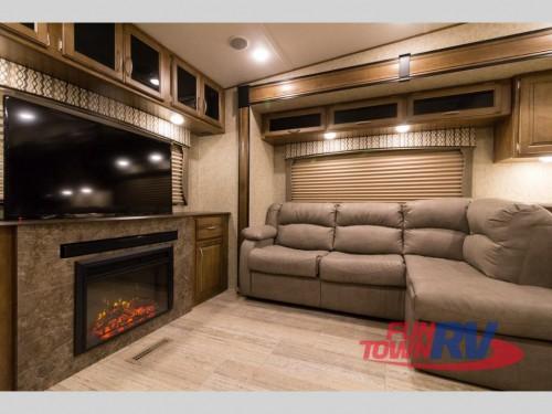 Wildcat 34WB Fifth Wheel Living Room