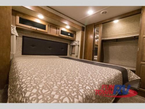 Wildcat 34WB Fifth Wheel Bedroom