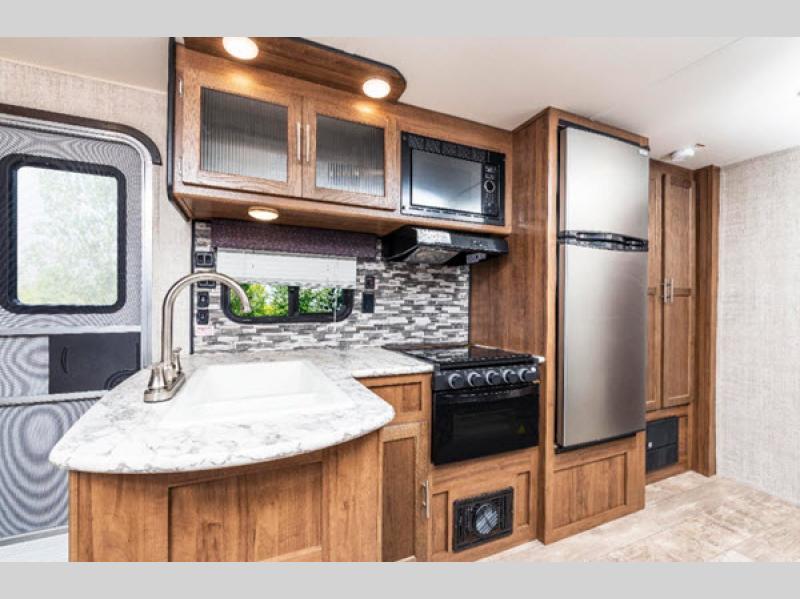 Gulf Stream Kingsport kitchen