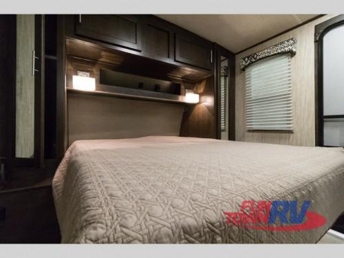 Fun Finder Xtreme Lite 27IK Travel Trailer Bedroom