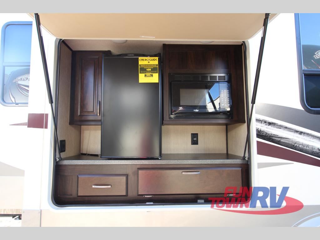 fifth wheel rvs with outdoor kitchens: bring the party outside