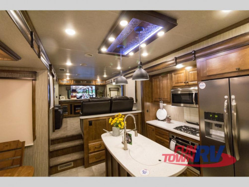 Heartland Big Country 4011 ERD Fifth Wheel Interior