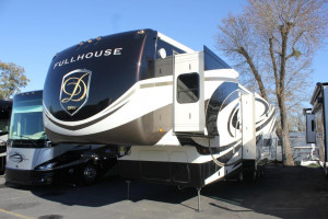 2019-DRV-Luxury-Suites-Fullhouse-JX450-Exterior
