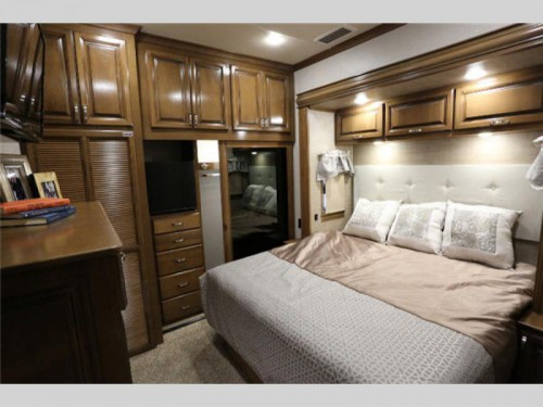 2018 RiverStone fifth wheel bedroom