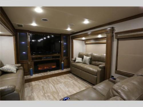 2018 RiverStone fifth wheel Living Room