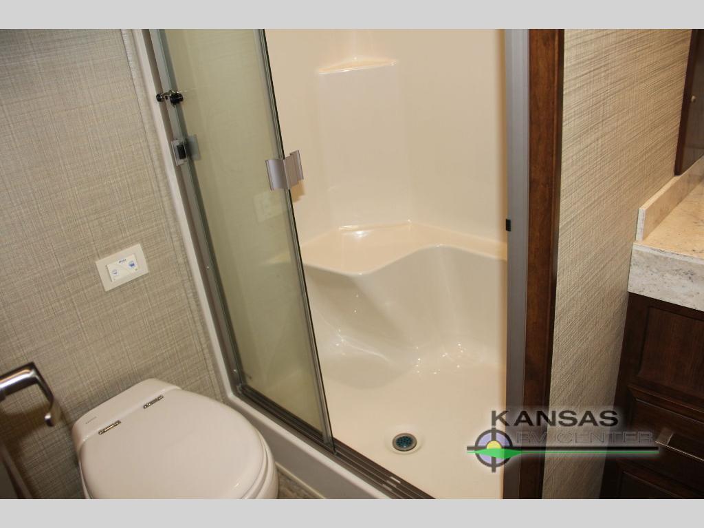bathroom in Mobile Suites 40 KSSB4