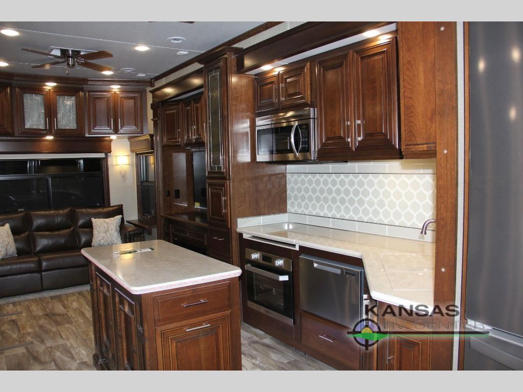 kitchen in Mobile Suites 40 KSSB4