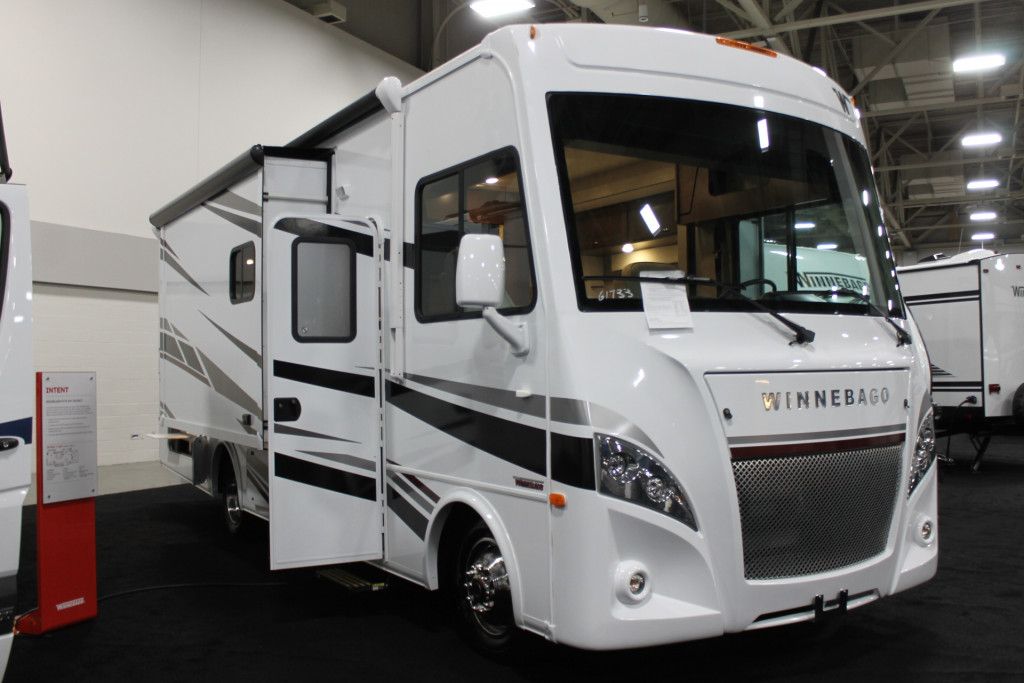 Winnebago Intent 28Y Exterior