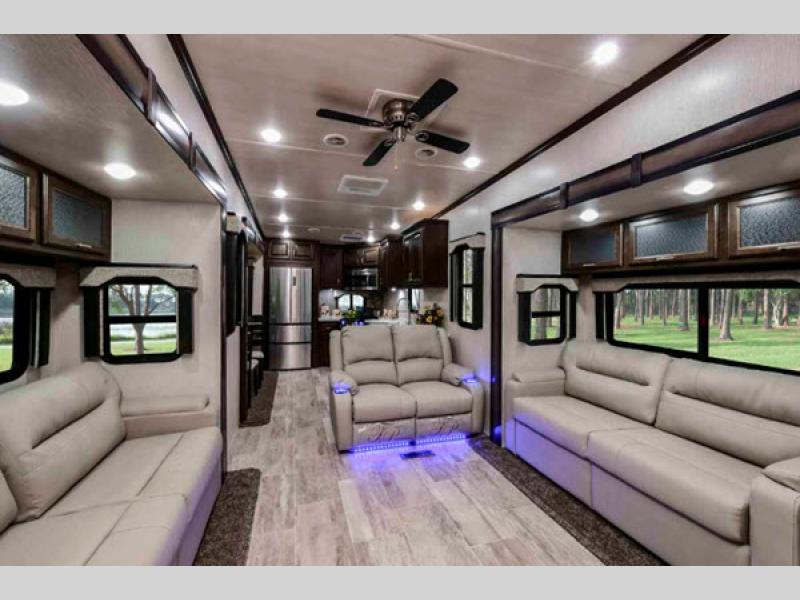 Heartland RV Elkridge fifth wheel interior