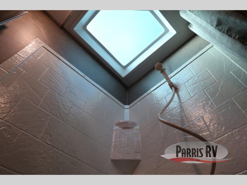 Parris Pacific Coachworks Powerlite Bathroom