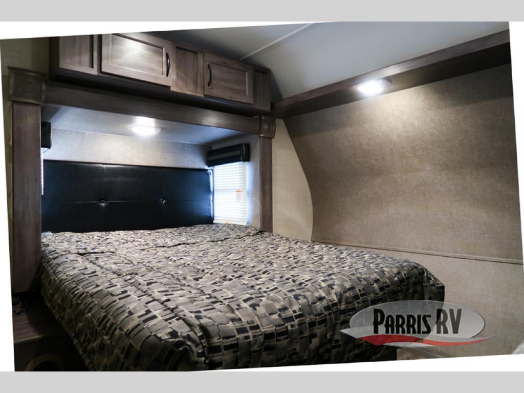 Parris Pacific Coachworks Powerlite Bedroom