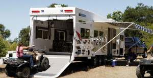 The best of both worlds: a mobile home with garage | RV City