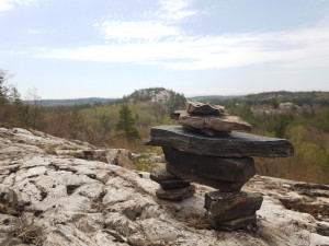 Inukshuks_in_the_la_cloche_mountains