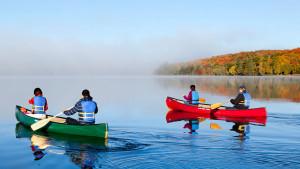 fall-couple-canoe