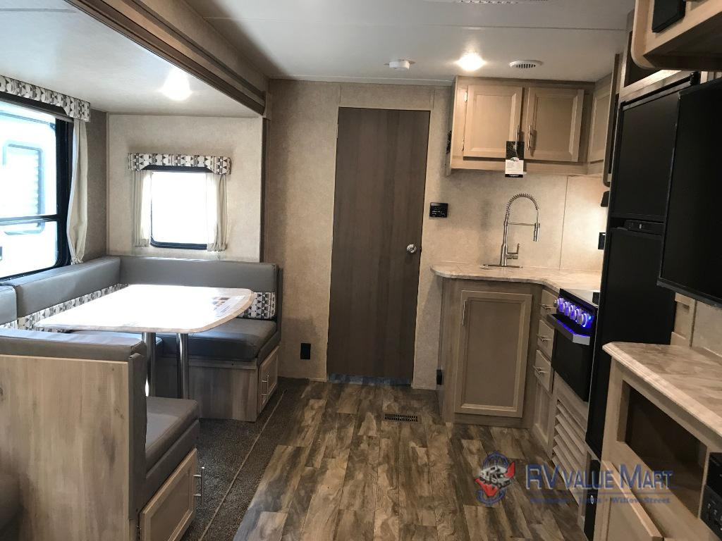 Coahcmen Catalina travel trailer interior