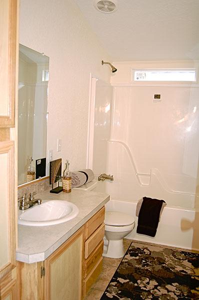 solitaire homes 270 bathroom