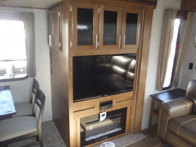 Sabre fifth wheel interior