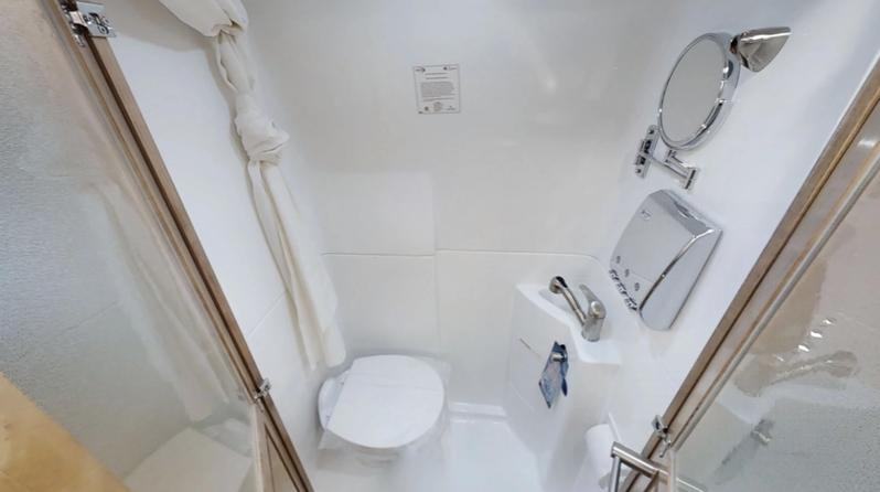 bathroom in galleria motorhome