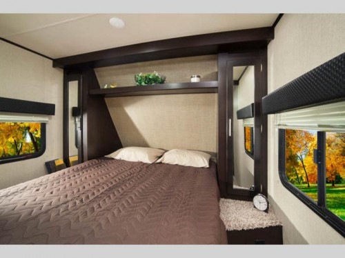 Kodiak Ultra Lite 283BHSL Travel Trailer Bedroom