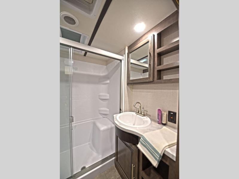 CrossRoads RV Cruiser Fifth Wheel bathroom