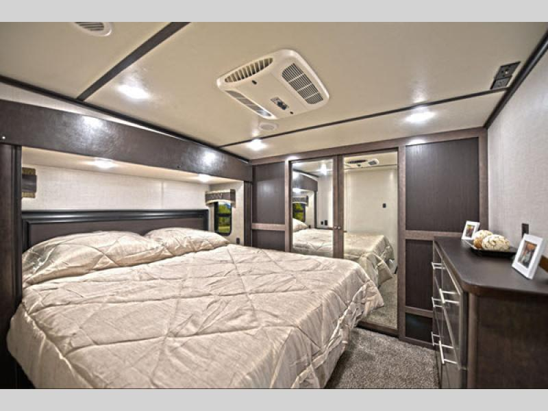 CrossRoads RV Cruiser Fifth Wheel bedroom