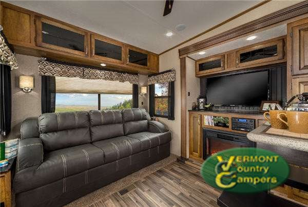 Coachmen Chaparrel Fifth Wheel Living Room