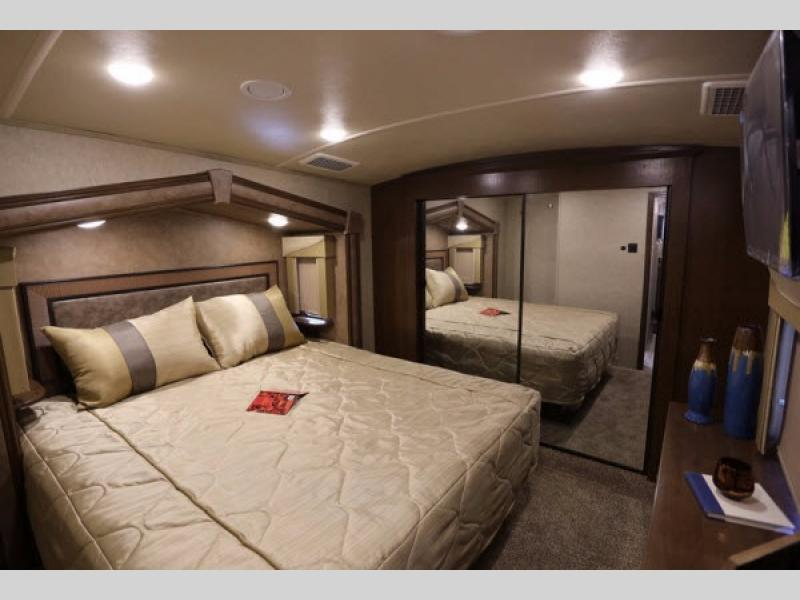 Cedar Creek Silverback Fifth Wheel Master