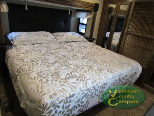 Coachmen Chaparral fifth wheel bedroom