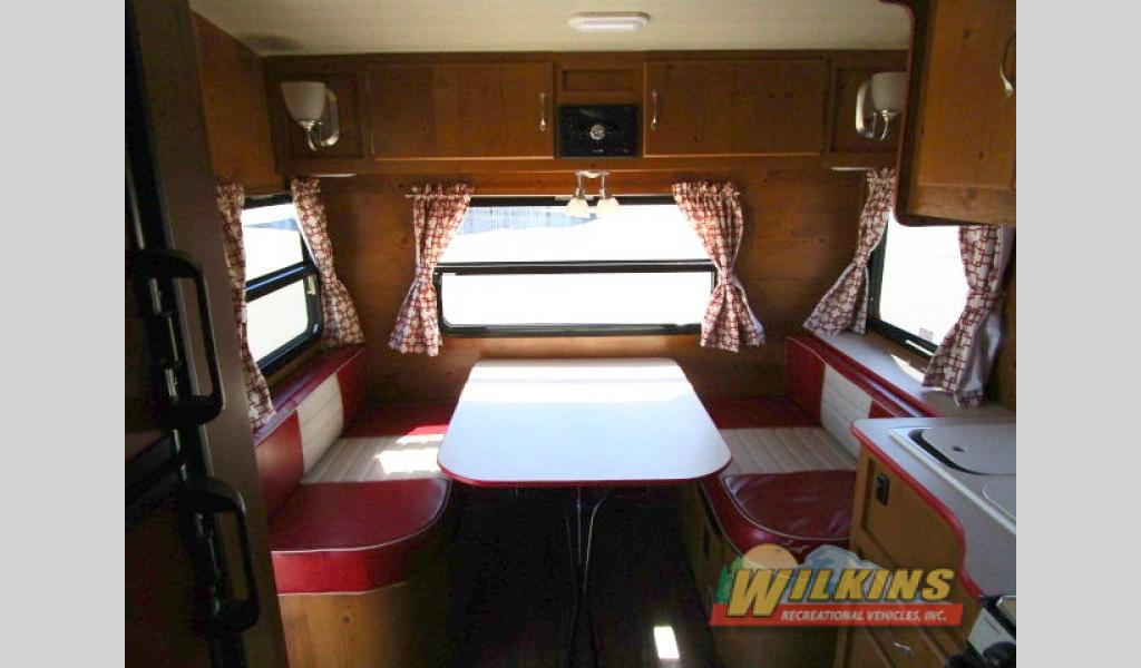 Vintage Camper RV Show Wilkins RV Churchville, NY Gulf Stream Vintage Cruiser Travel Trailer
